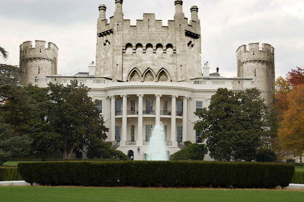 I fixed up a nice pic of the White House to look like a castle...since that's what it really is...a White Castle! LAWL!